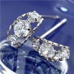 【プラチナローブダイヤモンドピアス】両耳合計6石約0.3ct以上のダイヤモンド