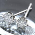 【プラチナ一粒ダイヤモンドピアス0.3ct】プレゼントにおススメです